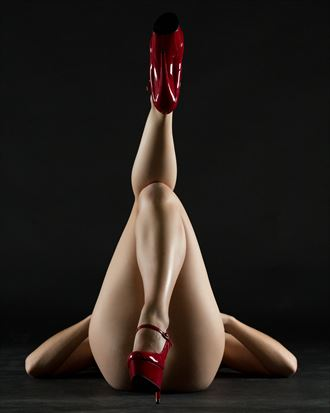 red shoe symmetry artistic nude photo by photographer stephen wong