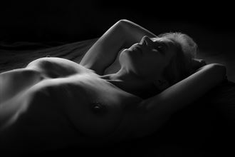 relax artistic nude photo by photographer dave belsham