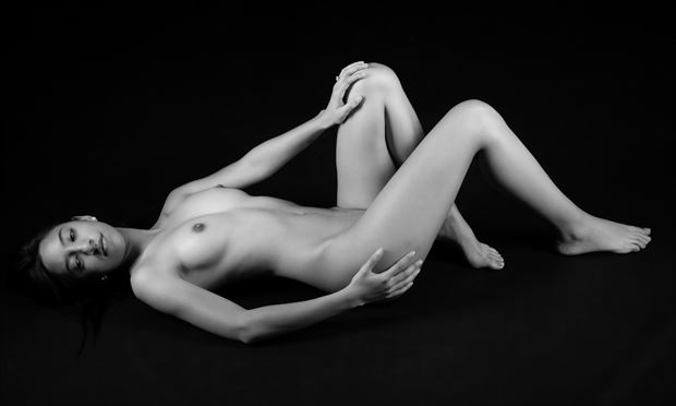 relaxed artistic nude photo by photographer allan taylor