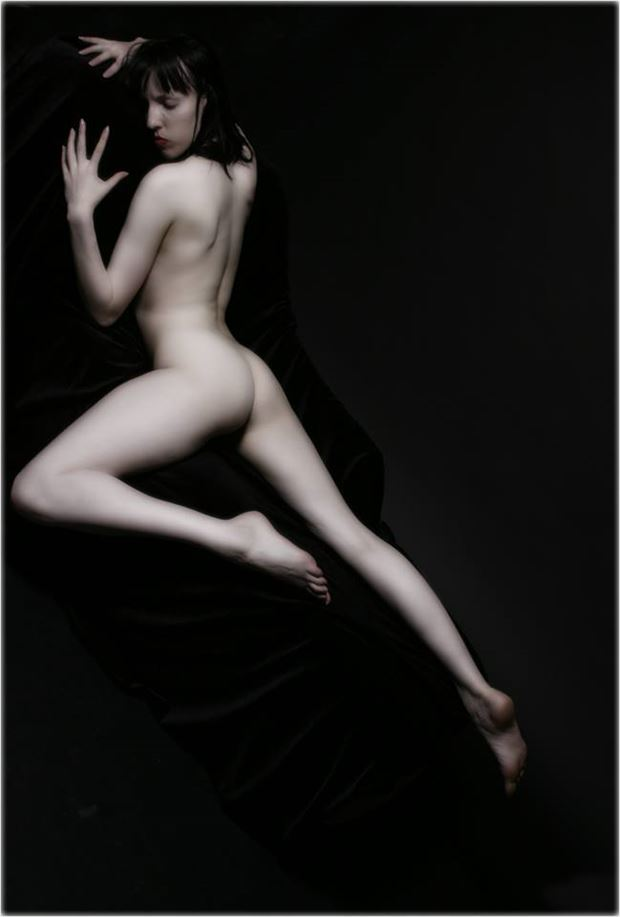 relaxed artistic nude photo by photographer johnvphoto