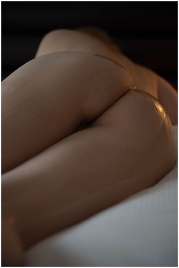 relaxing artistic nude photo by photographer gee virdi