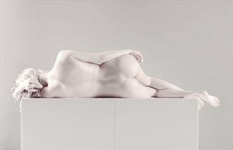 relaxing artistic nude photo by photographer tommipxls