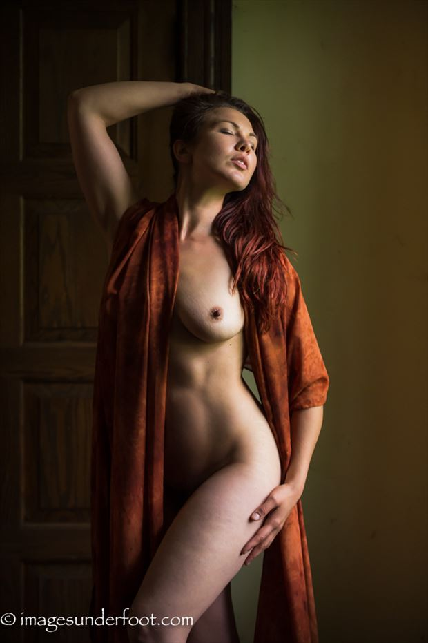 rembrandt light artistic nude photo by photographer greg holden