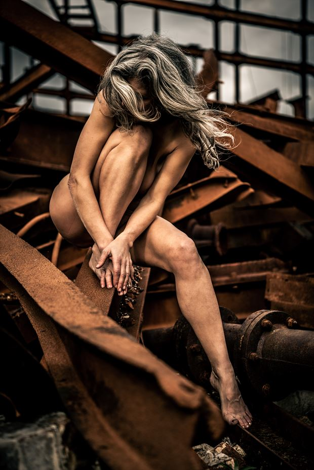 resting in rust artistic nude photo by photographer kreative light