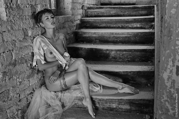 resting on the steps artistic nude artwork by photographer zoltan k
