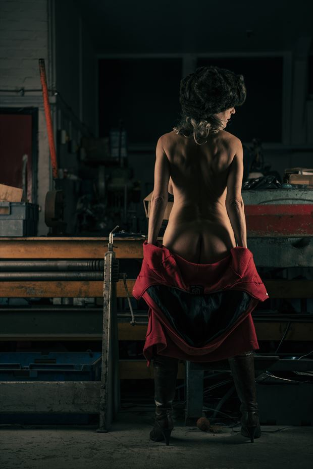russian standoff artistic nude photo by model helen saunders