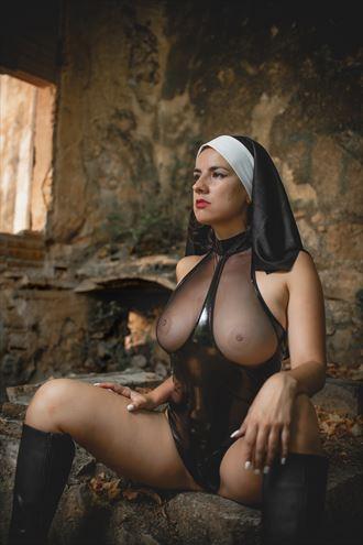 santa artistic nude photo by photographer rafael ugueto