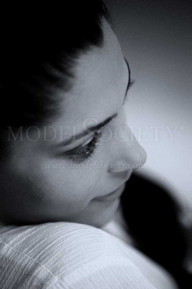sayami kher portrait photo by photographer constantine lykiard