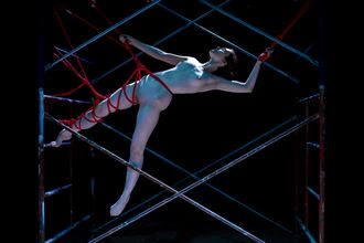 scaffold artistic nude photo by photographer eric upside brown