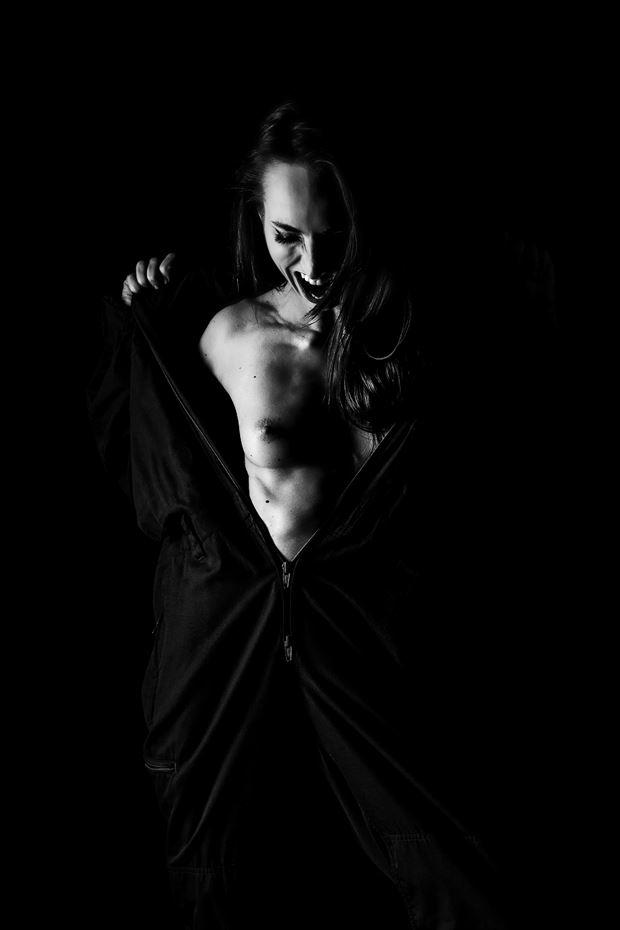 scream out silhouette photo by model bianca giurgiu