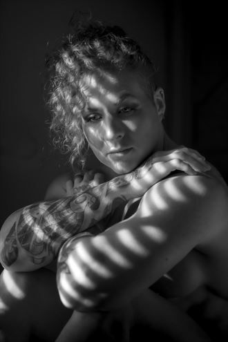 secured artistic nude photo by photographer drew smith