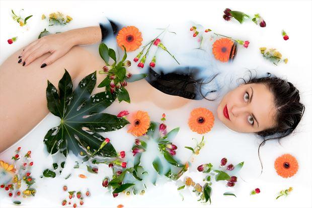 sensual experimental photo by model lisa elias
