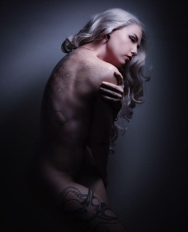 sensual glamour photo by photographer johngoyer
