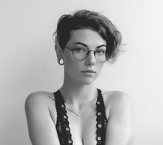 sensual portrait photo by photographer mortenyutani