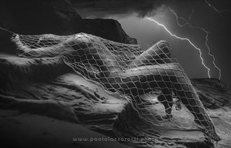 sensual silhouette artwork by photographer paolo lazzarotti