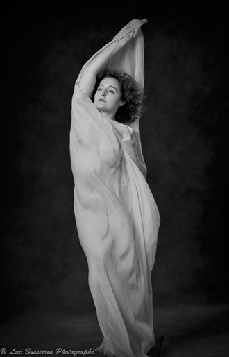 sensual silhouette photo by model ophelia elysian