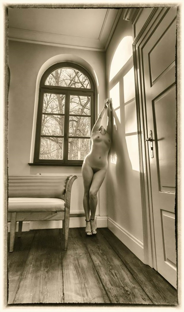 shadowing Artistic Nude Photo by Photographer BenGunn
