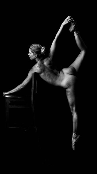 shadows artistic nude photo by photographer aaron doherty