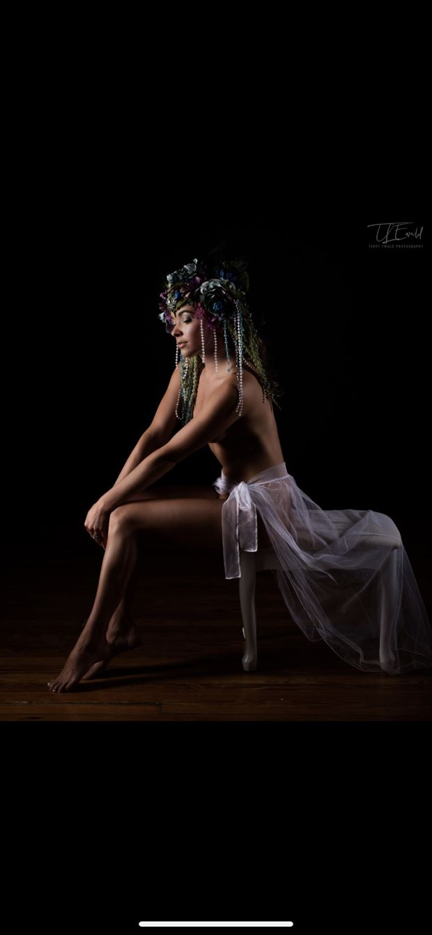 she sits and waits artistic nude photo by model missmissy