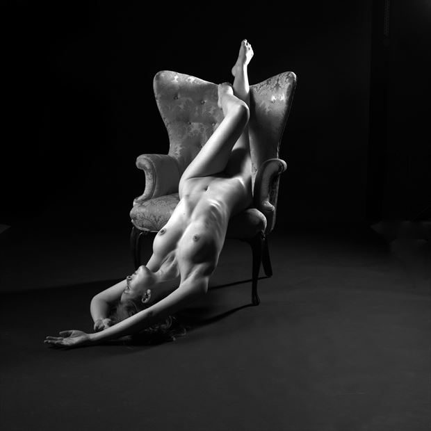 sienna 104 artistic nude photo by photographer linda hollinger