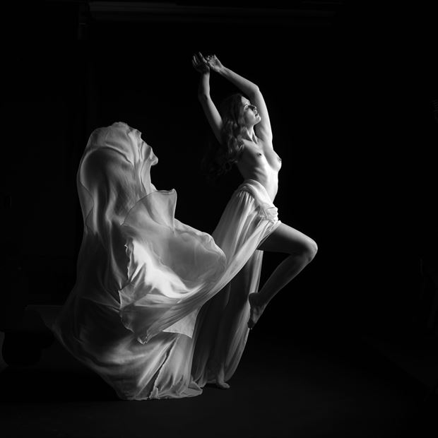 sienna hayes artistic nude photo by photographer linda hollinger
