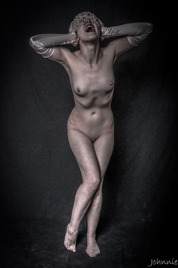 silent scream artistic nude artwork by photographer johnnie medina