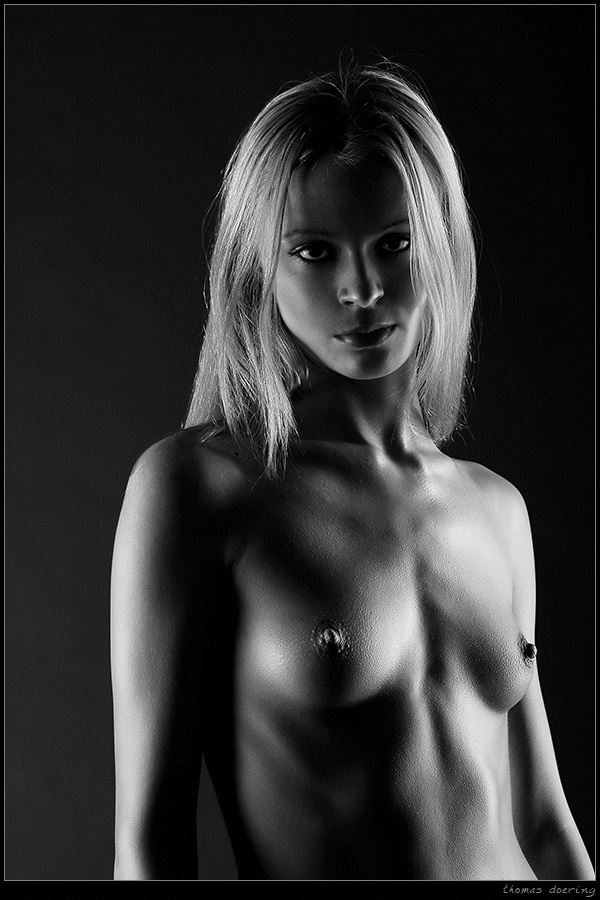 simple artistic nude photo by photographer thomas doering