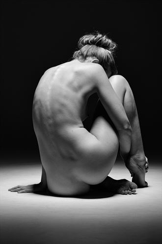 simple nude artistic nude photo by photographer stephen wong