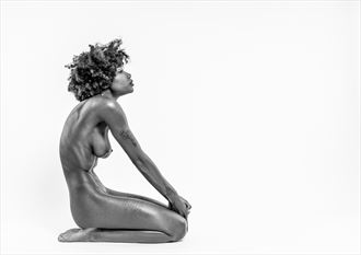 sitting artistic nude photo by photographer bo michal