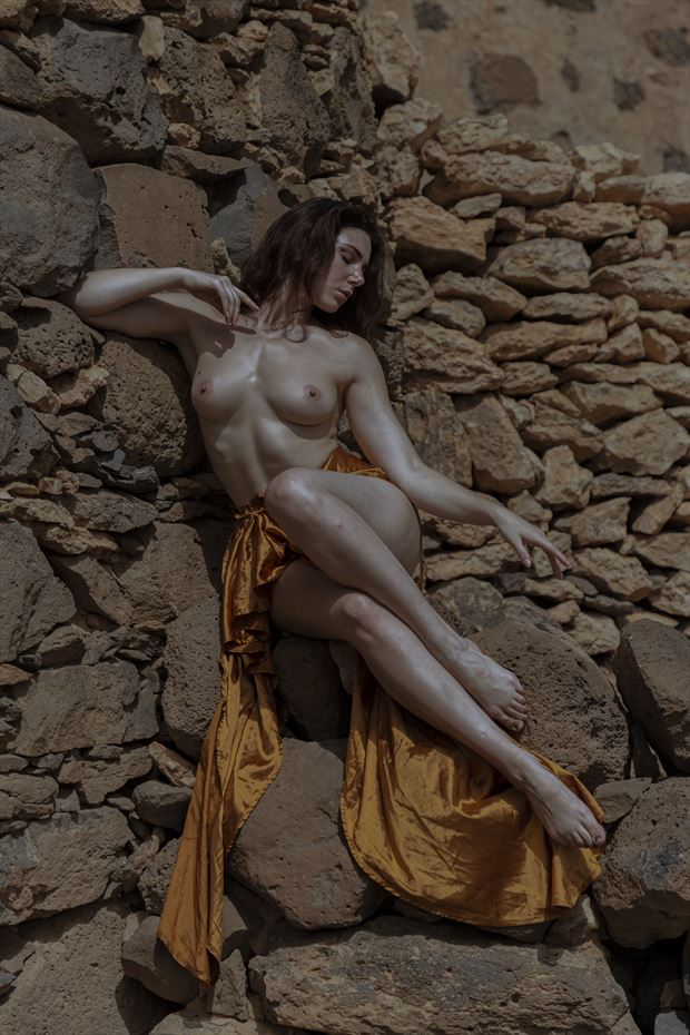 sitting on the wall artistic nude photo by photographer giorgio c