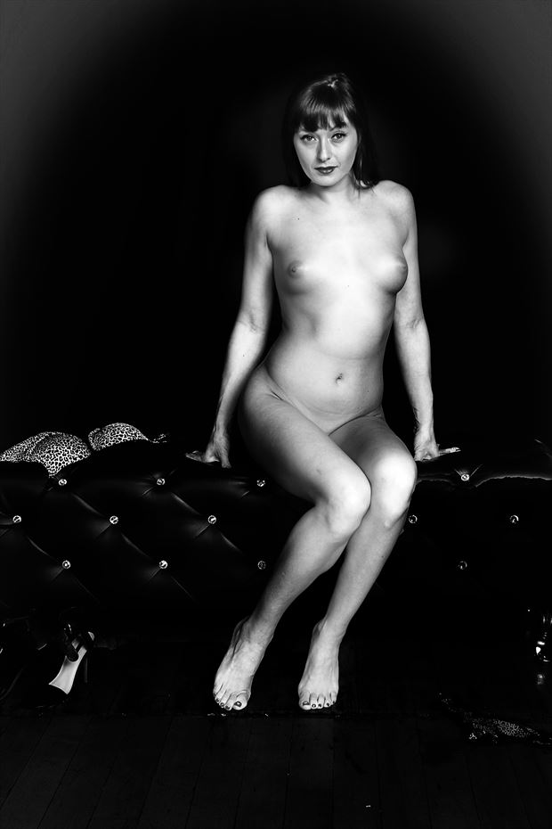 sitting prettybw artistic nude photo by photographer robert l person