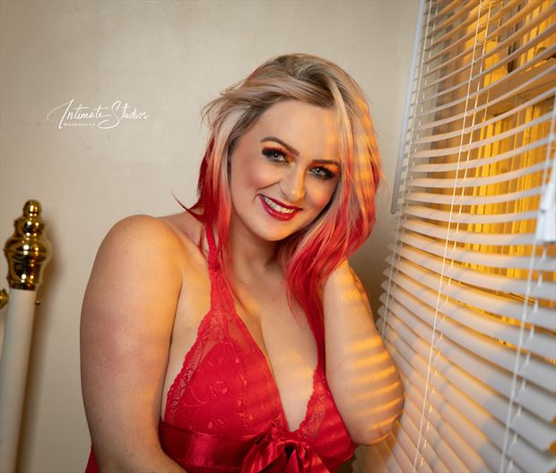 smiling sensuality lingerie photo by model kelly_kooper