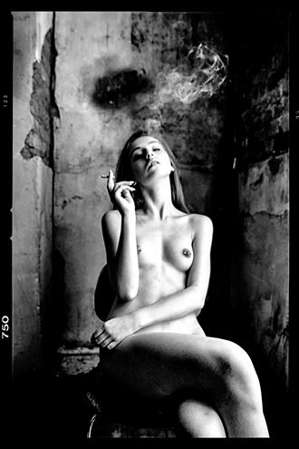 smoke break artistic nude photo by photographer gee virdi