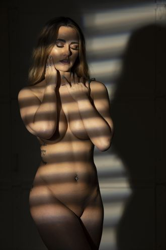 soft and natural implied nude photo by photographer drakarium photography