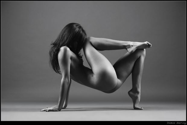 sporty artistic nude photo by photographer thomas doering