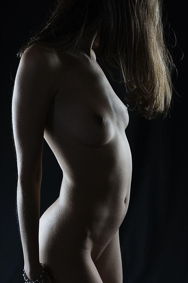 standing artistic nude photo by photographer hermanodani