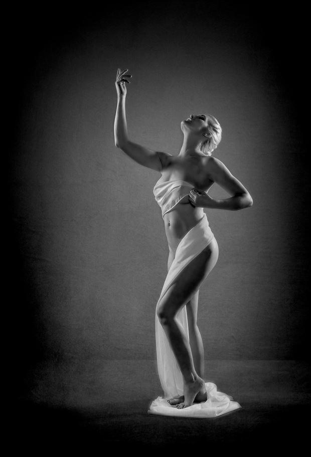 statuesque 3 artistic nude photo by photographer colin dixon