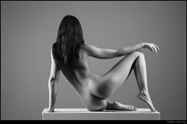 statuesque artistic nude photo by photographer thomas doering