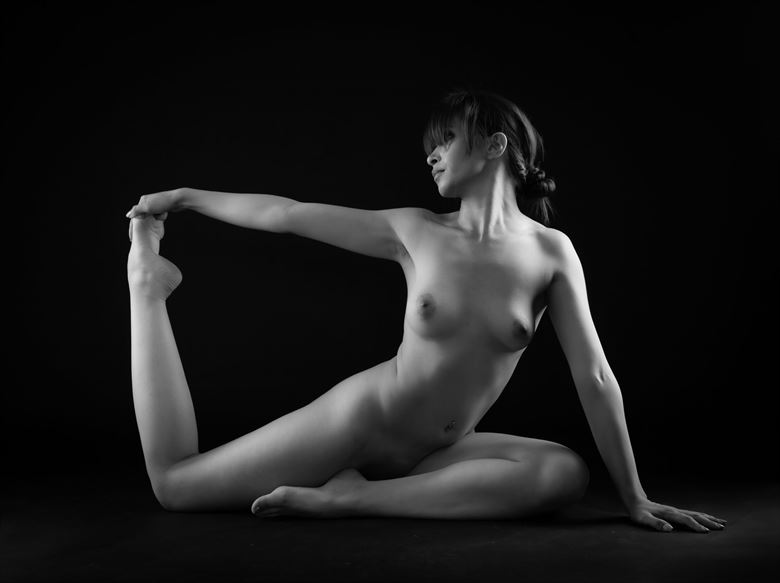 stretch artistic nude photo by photographer allan taylor