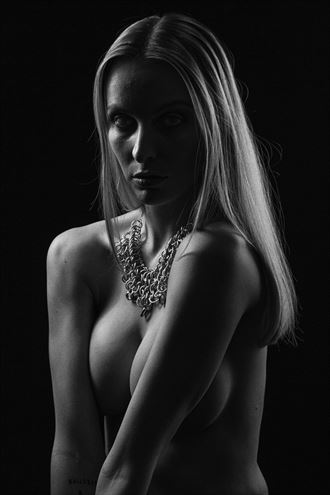 studio lighting fashion photo by photographer luj%C3%A9an burger