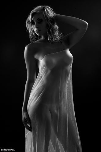 studio lighting implied nude photo by photographer brody hall