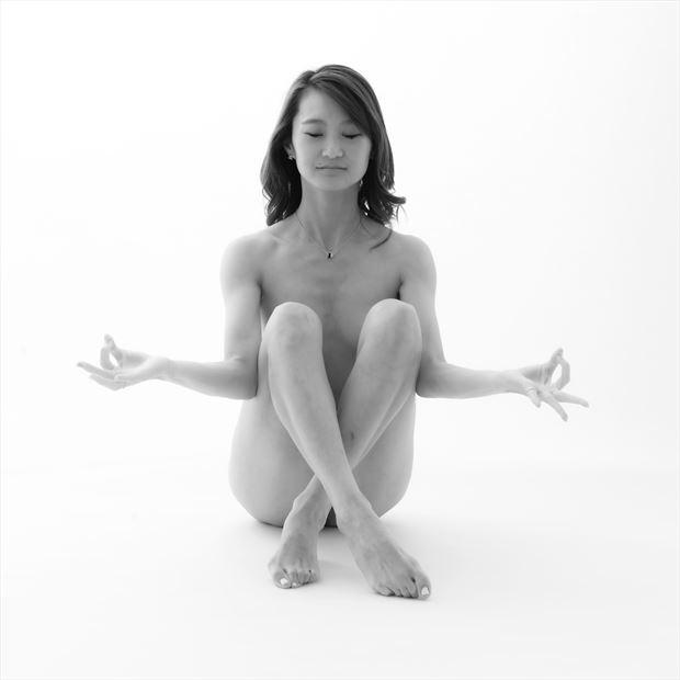 studio lighting implied nude photo by photographer wilson cottonstone