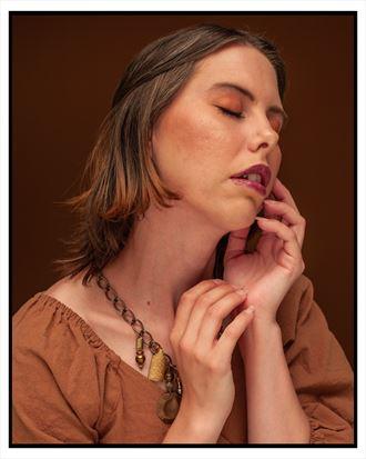 studio lighting portrait photo by model aferlysunflower