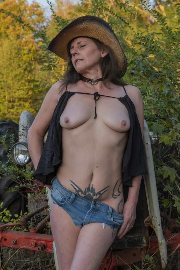 sultry farm angel artistic nude photo by photographer vwatkins