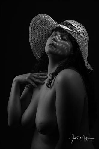 summer hat artistic nude artwork by photographer justin mortimer