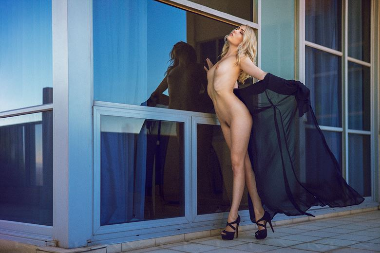 sylph on a melbourne rooftop artistic nude photo by photographer rik williams