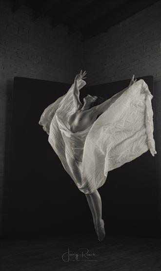 taking flight artistic nude photo by model katy t