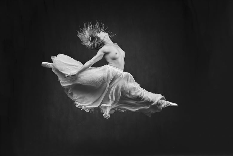 taking flight artistic nude photo by photographer niall