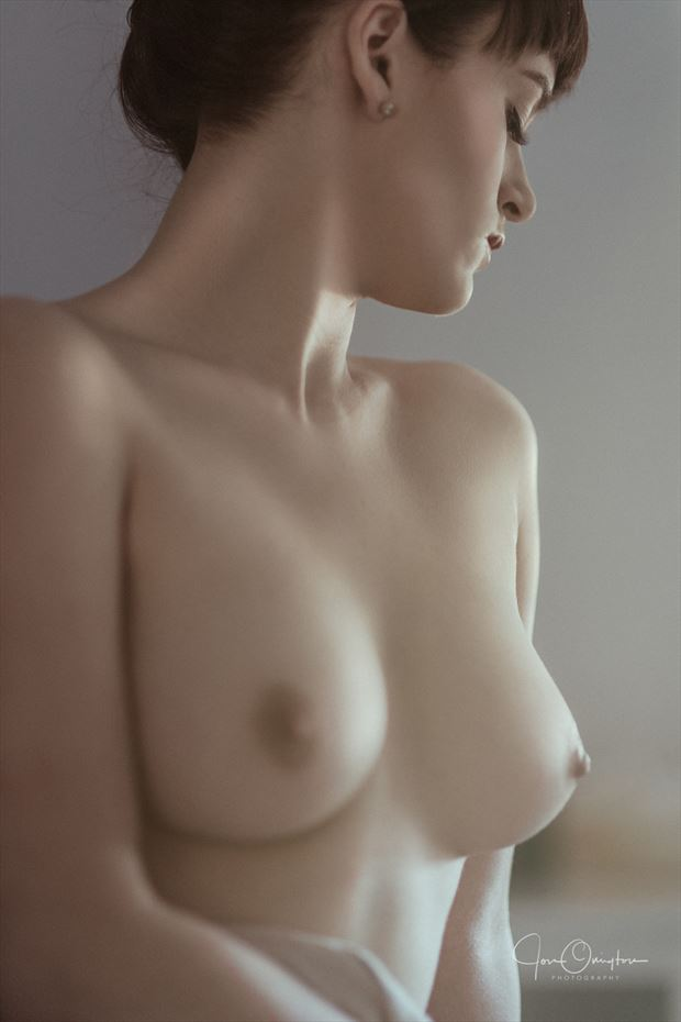 taylor artistic nude photo by photographer jon ovington