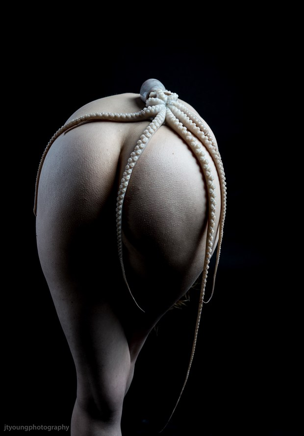 tenticalized artistic nude artwork by model fearra lacome